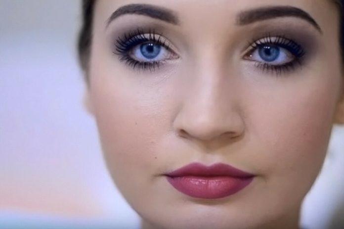 Макияж для брюнетки с голубыми глазами