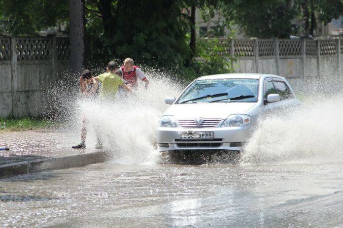 Как ездить в дождь: основные правила!